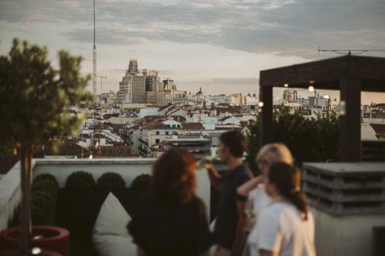 gente en azotea del centro de madrid